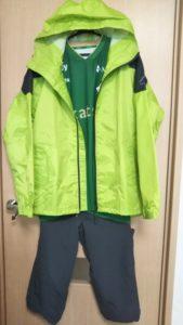 雨のサッカー観戦服装